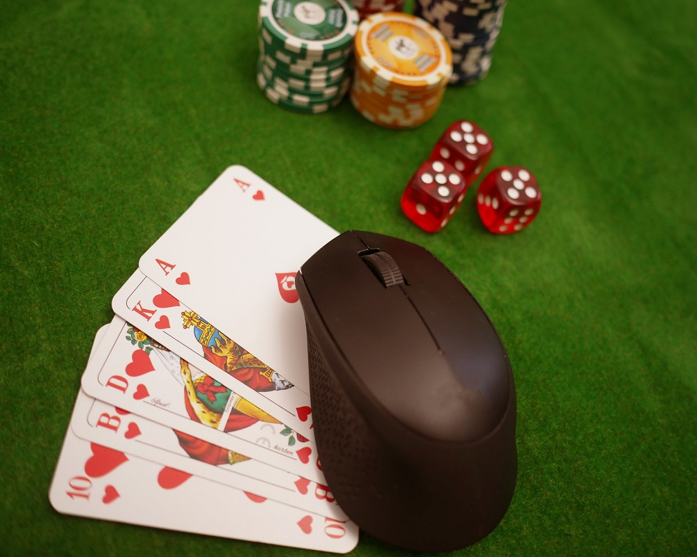 Online Poker Tips to Win at Online Casinos